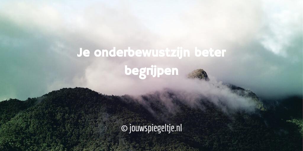 Je onderbewustzijn beter begrijpen © jouwspiegeltje.nl Op de foto een bergtop gehuld in wolken